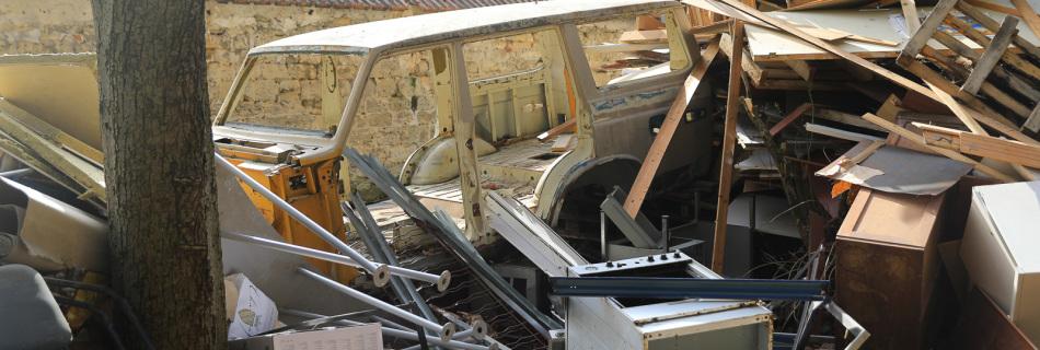 Voici comment nous avons récupéré cette auto la veille de la démolition du bâtiment où elle a été stocké dix ans.